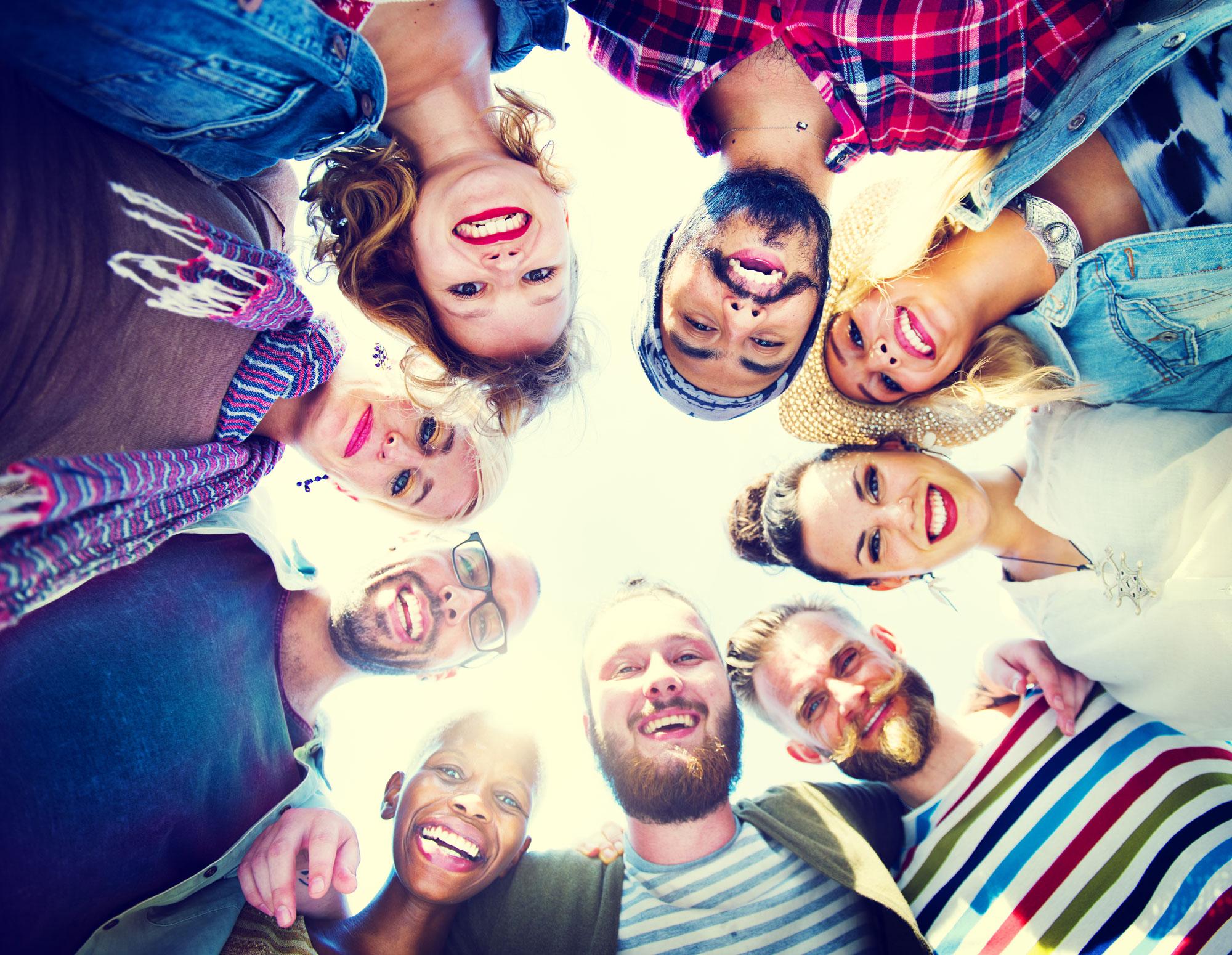 Camping, amitié, réseau social, partage